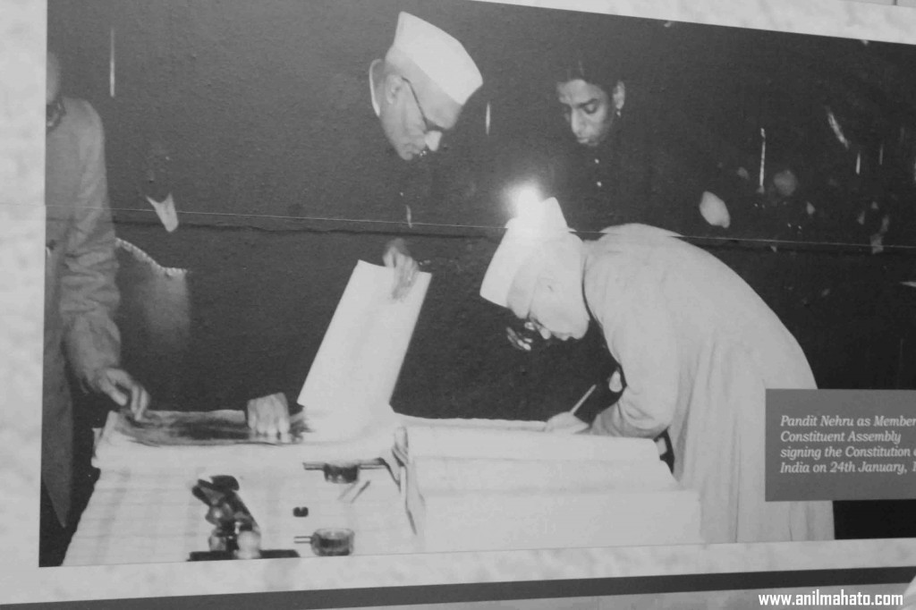 First Indian Prime Minister pandit nehru signing constitution of India 1947